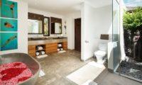 Villa Tiga Puluh Romantic Bathtub Set Up, Seminyak | 6 Bedroom Villas Bali