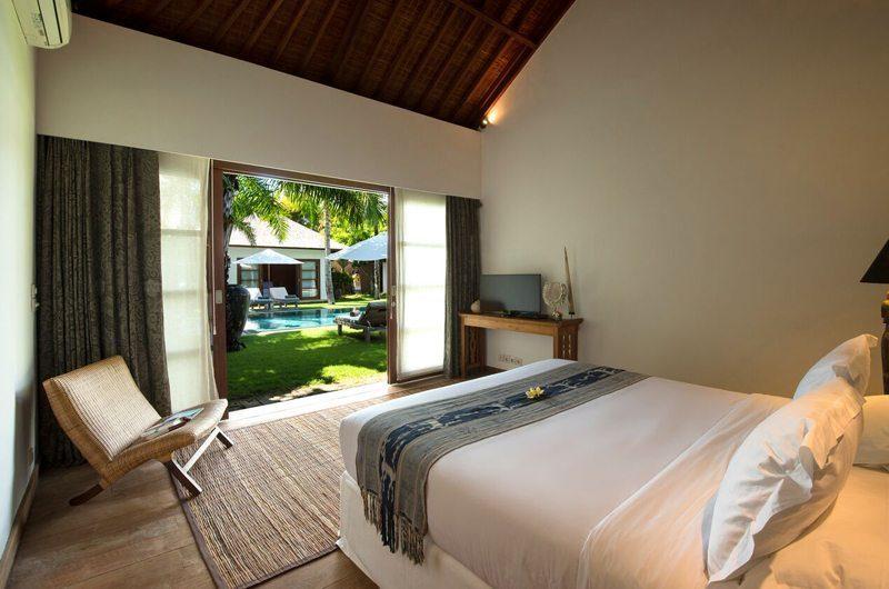Villa Tiga Puluh Bedroom with TV, Seminyak | 6 Bedroom Villas Bali