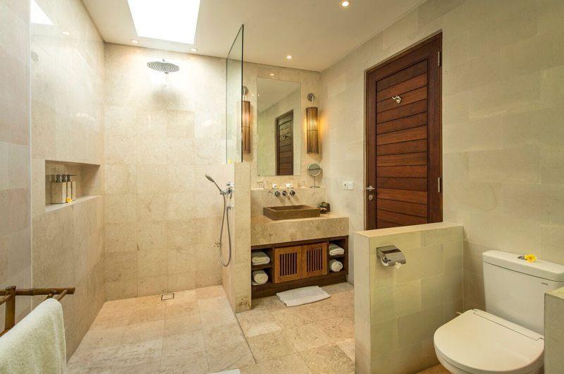 Villa Tiga Puluh Bathroom with Shower, Seminyak | 6 Bedroom Villas Bali