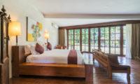 Villa Tirtadari Bedroom with Seating Area, Umalas | 6 Bedroom Villas Bali