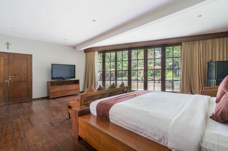Villa Tirtadari Bedroom with TV, Umalas | 6 Bedroom Villas Bali