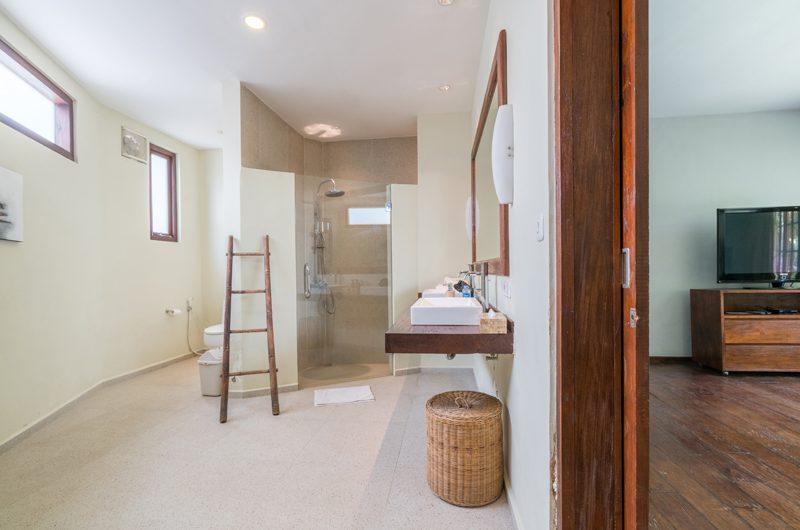 Villa Tirtadari Bathroom, Umalas | 6 Bedroom Villas Bali
