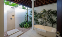 Villa Tjitrap Bathtub, Seminyak   6 Bedroom Villas Bali