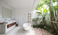 Villa Tjitrap Semi Open Bathroom, Seminyak   6 Bedroom Villas Bali