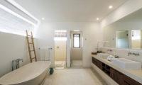 Villa Tjitrap Bathroom with Bathtub, Seminyak   6 Bedroom Villas Bali