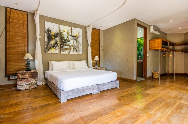 Villa Yoga Bedroom with Table Lamps, Seminyak | 6 Bedroom Villas Bali