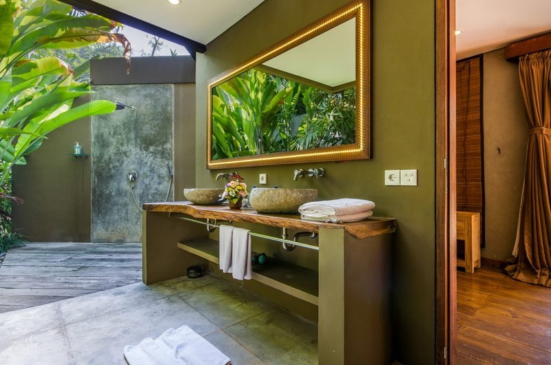 Villa Yoga His and Hers Bathroom, Seminyak | 6 Bedroom Villas Bali