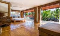 Villa Yoga Spacious Bedroom with Wooden Floor, Seminyak | 6 Bedroom Villas Bali