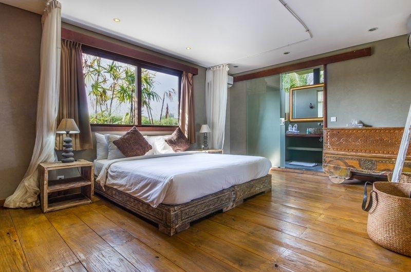 Villa Yoga Bedroom with Wooden Floor, Seminyak | 6 Bedroom Villas Bali